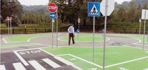 A lezione di guida in bicicletta sulla pista nel Parco Tanaro